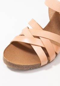 Kickers - SOLYNA - Wedge sandals - rose nude - 2