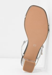 Rubi Shoes by Cotton On - HANNAH THIN STRAP HEEL - Sandály - silver - 6