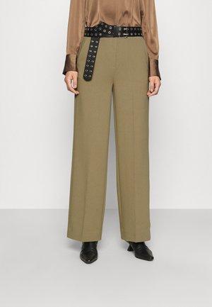 MOORE PANTS - Kalhoty - covert green