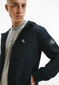 Calvin Klein Jeans - Kevyt takki - ck black - 3