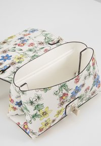 Guess - UPTOWN CHIC MINI XBODY FLAP - Borsa a tracolla - floral - 4