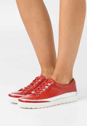 Trainers - red