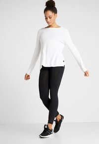 Cotton On Body - BACK TWIST LONG SLEEVE - Strikkegenser - white - 1