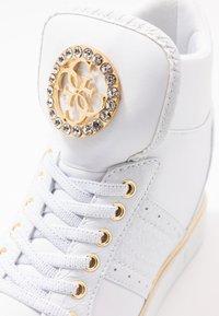 Guess - FREETA - Sneakersy wysokie - white - 2