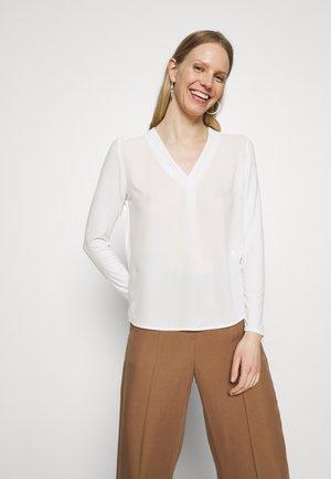 FIRKE - Langærmede T-shirts - milk