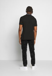 Versace Jeans Couture - PATCH - Polo shirt - black - 2