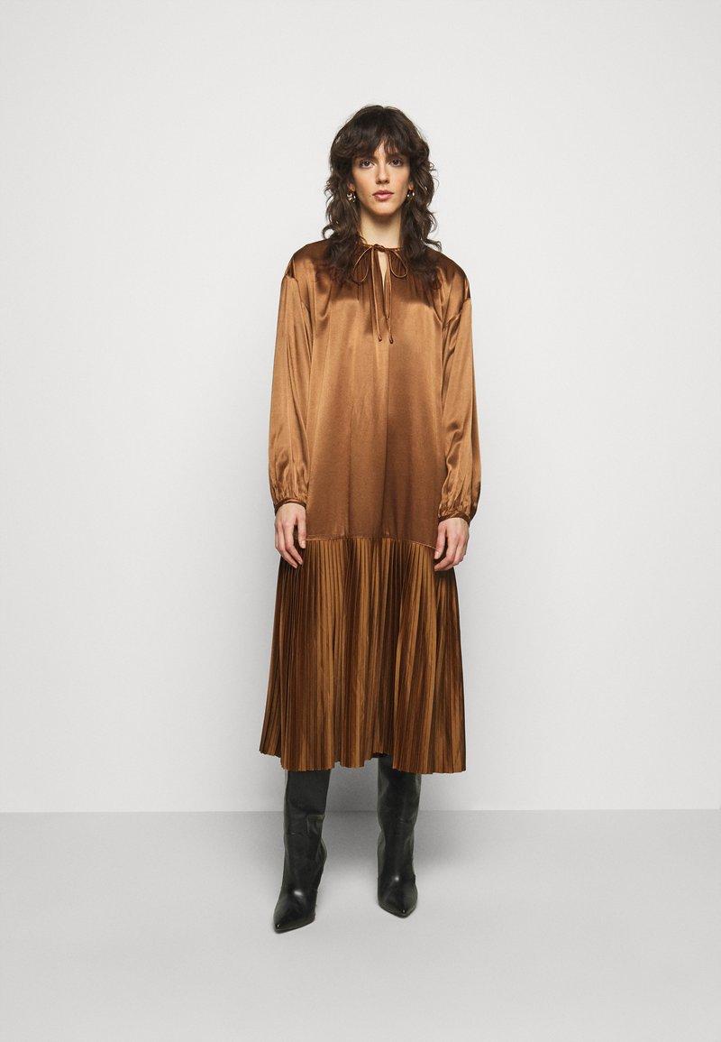 By Malene Birger - LEMONA - Koktejlové šaty/ šaty na párty - walnut