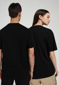 Napapijri - S-PATCH SS - Basic T-shirt - black - 3