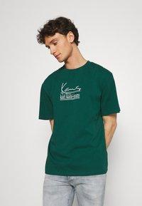 Karl Kani - UNISEX SIGNATURE TEE - T-shirt con stampa - green - 0