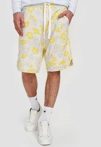 Ordinary Truffle - Shorts - white - 2