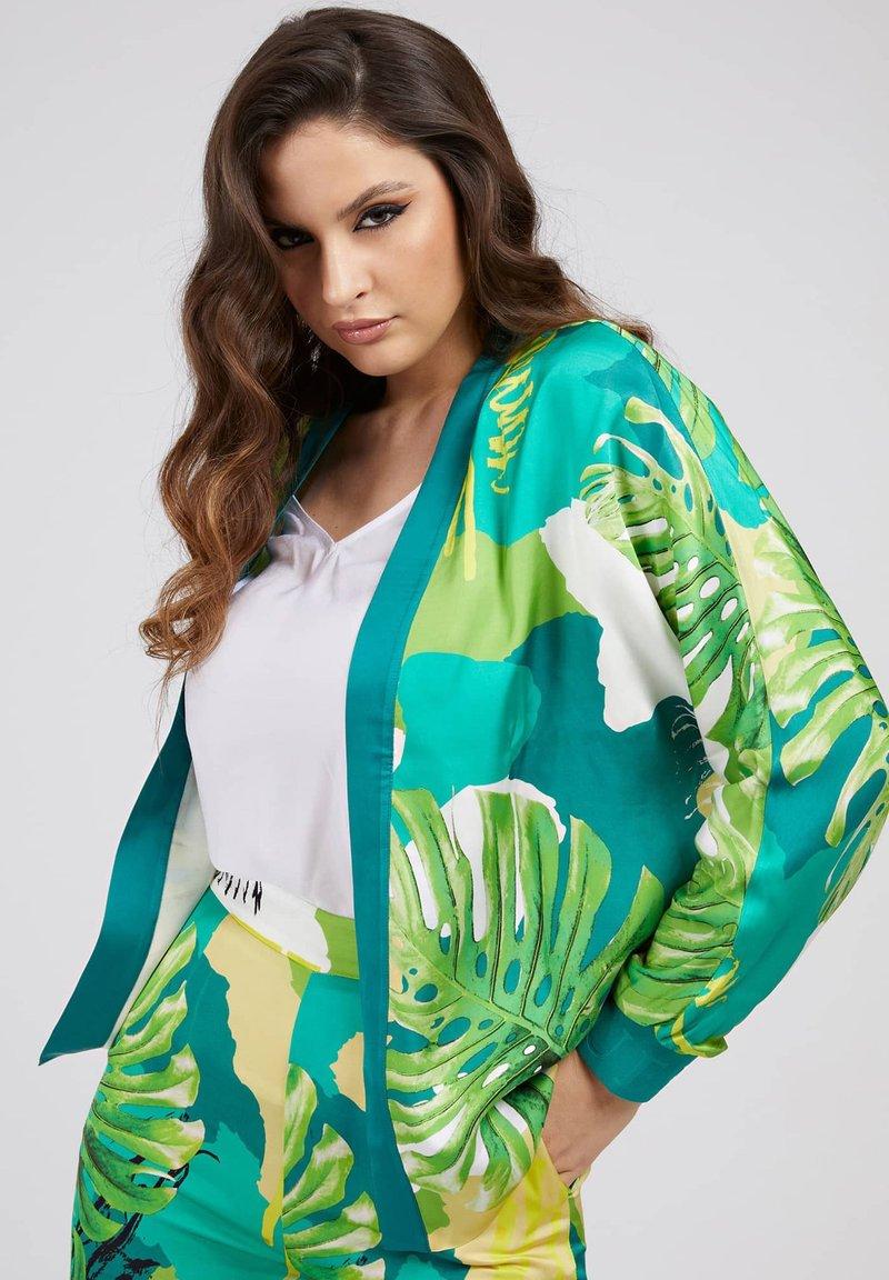 Guess - ALLOVER - Summer jacket - vert multi