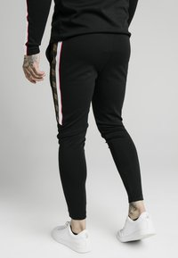 SIKSILK - RETRO ATHLETE PANT - Pantalones deportivos - black