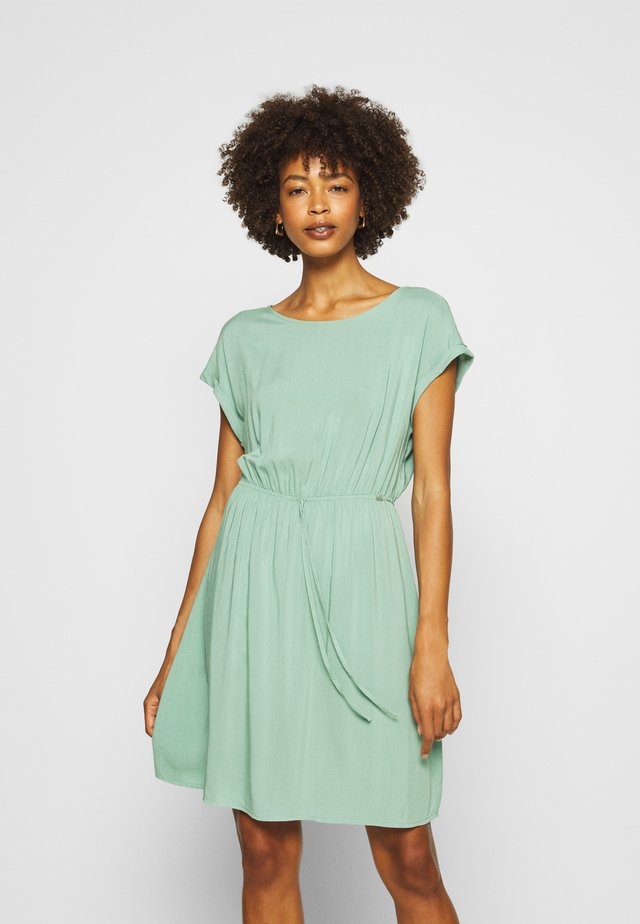 OVERCUT SHOULDER DRESS - Vapaa-ajan mekko - dust green