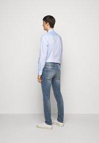 J.LINDEBERG - JAY ACTIVE - Jeans slim fit - light blue - 2