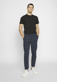 Nominal - ROW TROUSER - Trousers - navy - 1