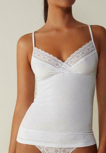 Undershirt - weiß white