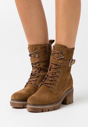 Cowboy/biker ankle boot - tobacco
