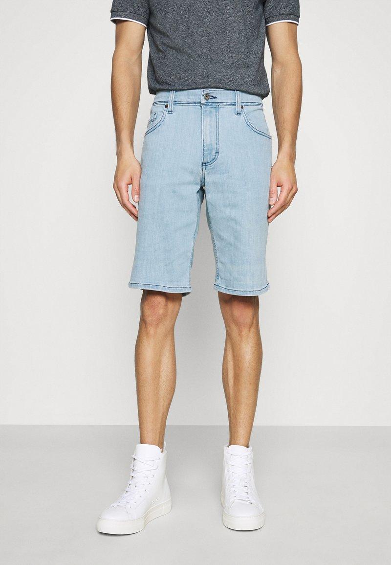 Mustang - WASHINGTON - Denim shorts - denim blue