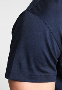 GANT - THE ORIGINAL - T-shirt - bas - navy - 4