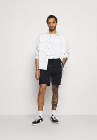 Abercrombie & Fitch - TECH LOGO - Shorts - black - 1