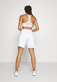 adidas Performance - PRIMEGREEN BASKETBALL SHORTS - Krótkie spodenki sportowe - white - 2