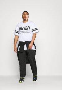 Only & Sons - ONSNASA STRIPE TEE PLUS - Print T-shirt - white - 1