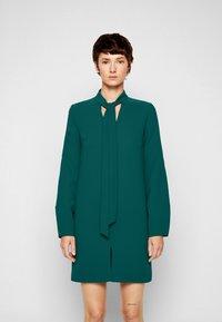 Victoria Victoria Beckham - BANANA SLEEVE SHIFT DRESS - Cocktail dress / Party dress - emerald green - 0