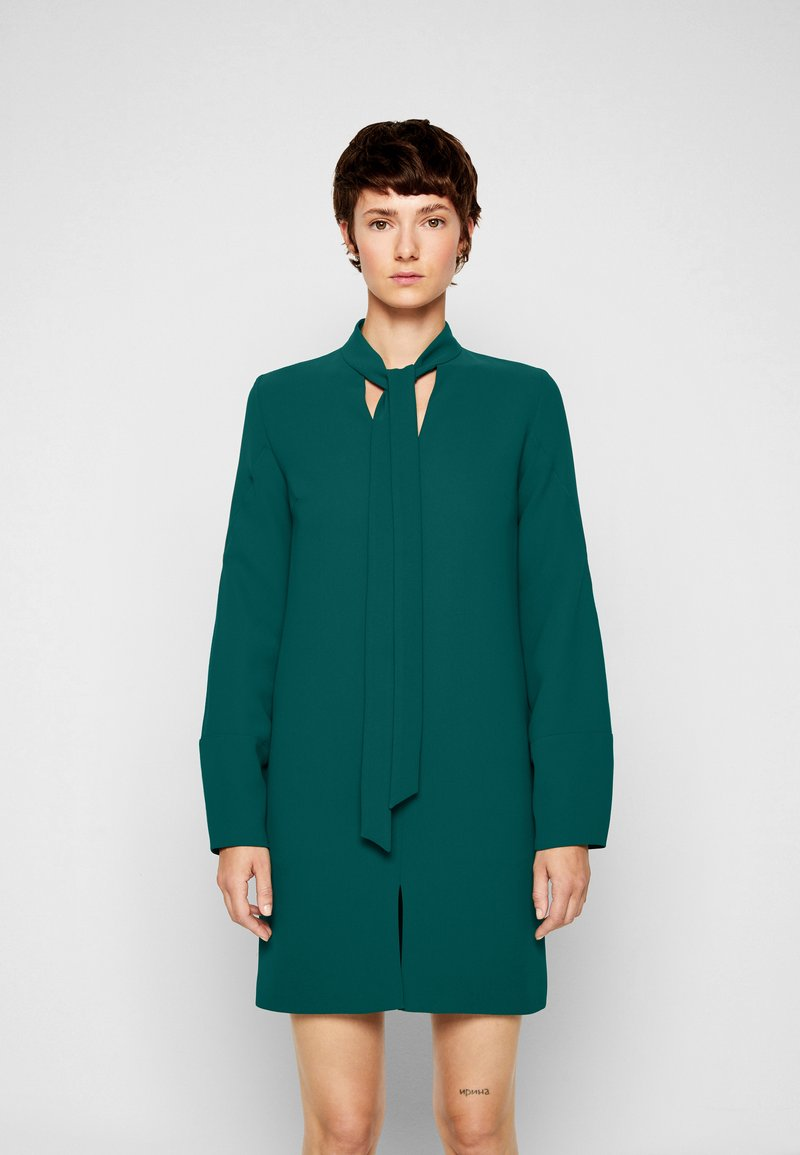 Victoria Victoria Beckham - BANANA SLEEVE SHIFT DRESS - Cocktail dress / Party dress - emerald green