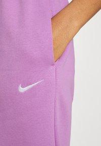 Nike Sportswear - Pantalones deportivos - violet shock/white - 6