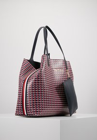 Tommy Hilfiger - ICONIC TOTE MONO - Tote bag - red - 3