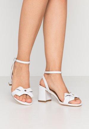 SEVILLE - Sandales - white
