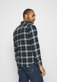Jack & Jones - JJEWILL CHECK SHIRT  - Skjorta - olive night