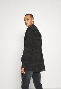 Tigha - ALBERT - Short coat - black/anthra - 2