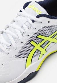 ASICS - GEL-GAME 7 - Tenisové boty na všechny povrchy - white/safety yellow - 5