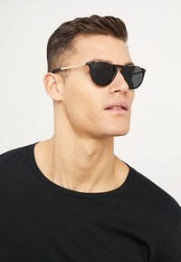 Burberry - Sunglasses - black/grey - 1