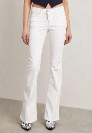 MATT - Flared Jeans - off-white
