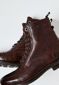 Pepe Jeans - Šněrovací kotníkové boty - marrón oscuro - 5