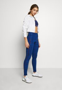 Tommy Sport - HIGH SUPPORT PRINTED LEGGING - Leggings - blue - 1