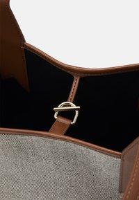 Emporio Armani - SHOPPING BAG - Shopping bags - white/tobacco/black/ecru - 5