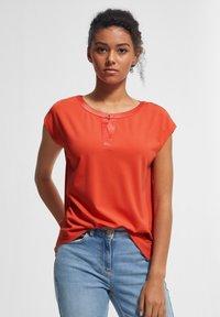 comma - KURZARM - Print T-shirt - coral - 0