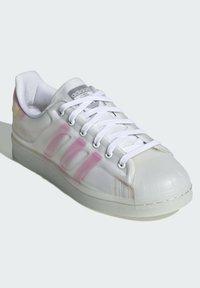 adidas Originals - SUPERSTAR FUTURESHELL  - Tenisky - ftwr white screaming pink crew yellow - 1