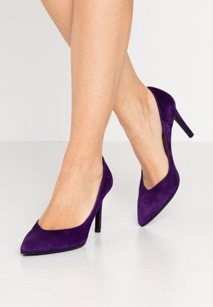 High heels - viola