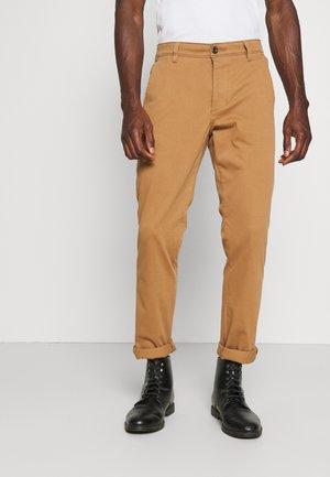SMART SUPREME FLEX - Chino kalhoty - foxtrot brown