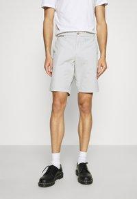 Tommy Hilfiger - BROOKLYN - Shorts - light cast - 0
