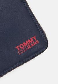 Tommy Jeans - ESSENTIAL WALLET UNISEX - Portafoglio - blue - 4