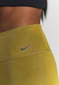Nike Performance - ONE SHORT - Legging - olive flak/white - 5