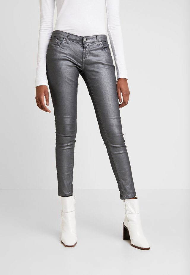 MINA - Jeansy Skinny Fit - leaden coated wash
