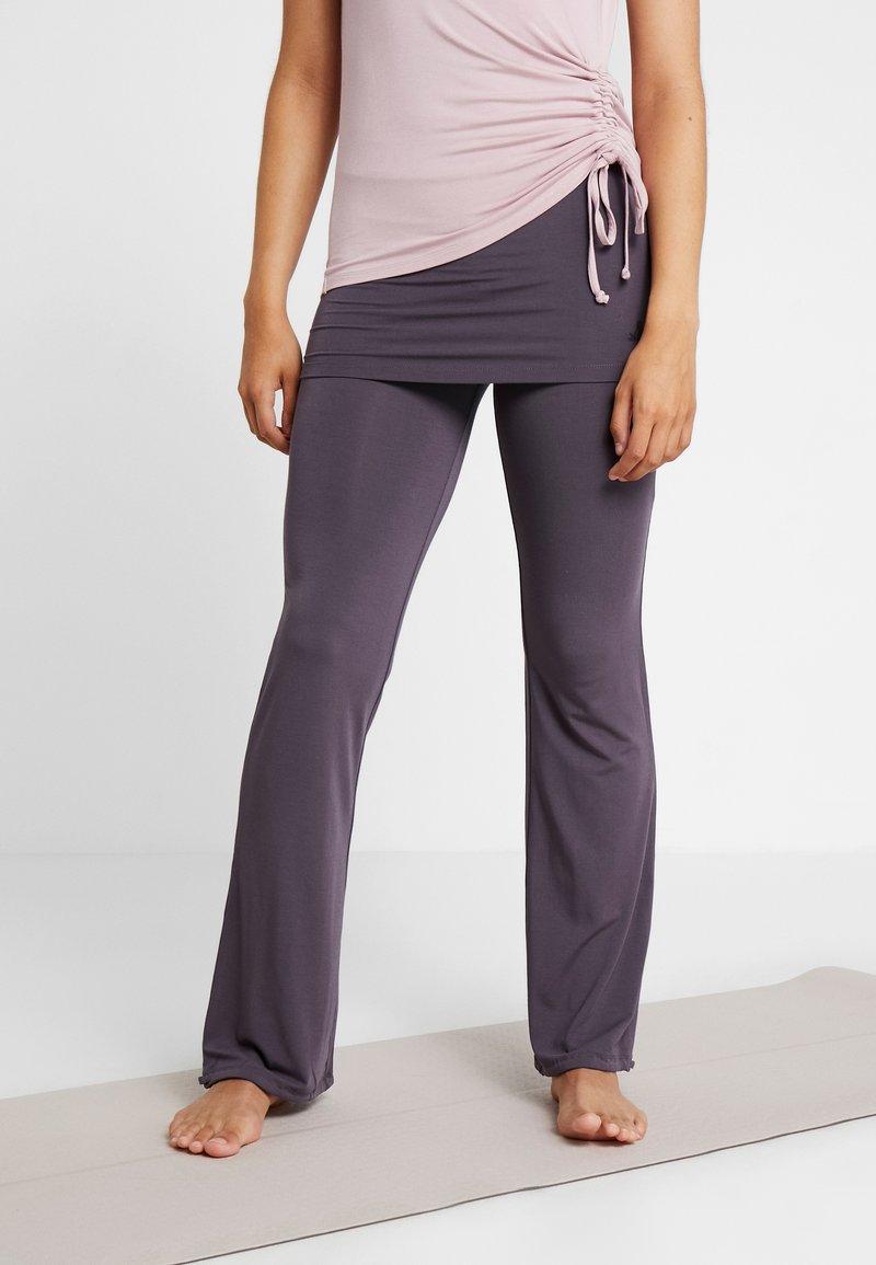 Curare Yogawear - LONG PANTS SKIRT - Tracksuit bottoms - aubergine
