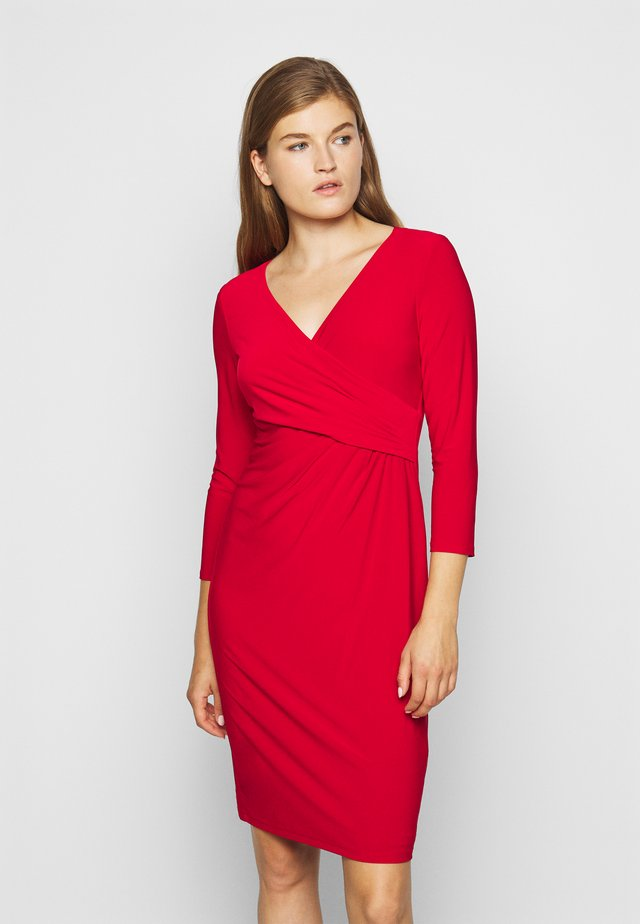 MID WEIGHT DRESS - Pouzdrové šaty - lipstick red