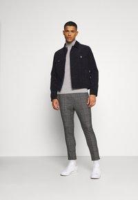 Only & Sons - ONSLINUS CROP CHECK PANTS - Trousers - grey melange - 1